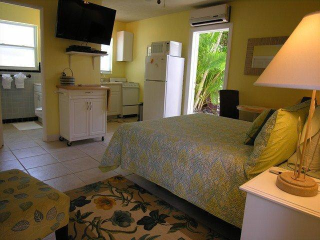 Siesta Key garden Studio 150 yards to the beach! - Image 1 - Siesta Key - rentals