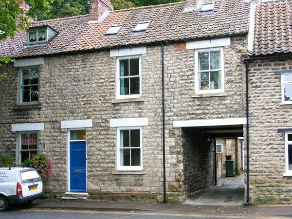 KINGFISHER COTTAGE, open fire, pet-friendly, courtyard garden, en-suite, Ref. 19356 - Image 1 - Pickering - rentals