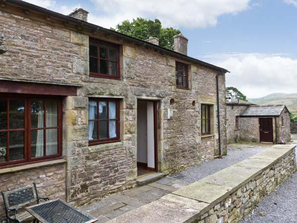STABLE COTTAGE, cottage on working farm, flexible sleeping, play area, Newbiggin-on-Lune Ref 17243 - Image 1 - Newbiggin-on-Lune - rentals