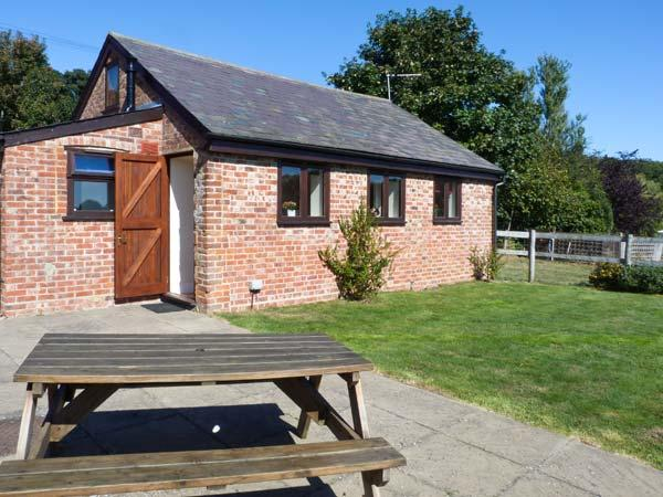 THE BYRE, romantic cottage, set in 80 acres of land, shared swimming pool, off road parking, in Smeeth, Ref 19257 - Image 1 - Kent - rentals