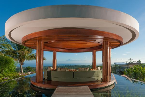 Outside Lounge Bale overlooking the Indian Ocean - Villa Ocean Breeze:Hilltop Luxury Villa with pool - Uluwatu - rentals