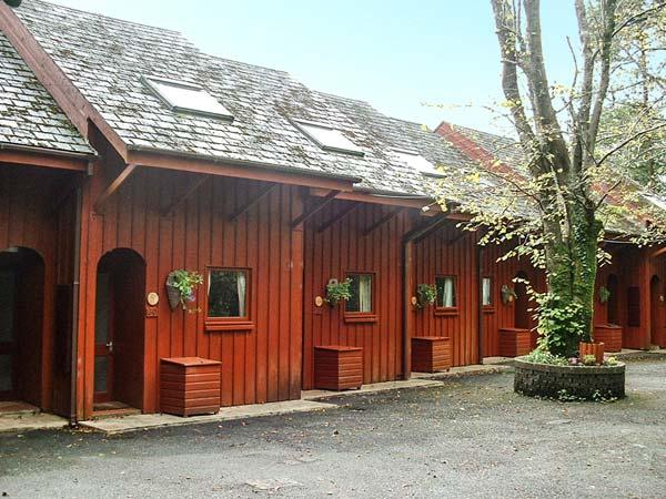 YEW, upside down pet friendly cottage, shared grounds inc. play area, close to beach, in Amroth Ref 15426 - Image 1 - Amroth - rentals
