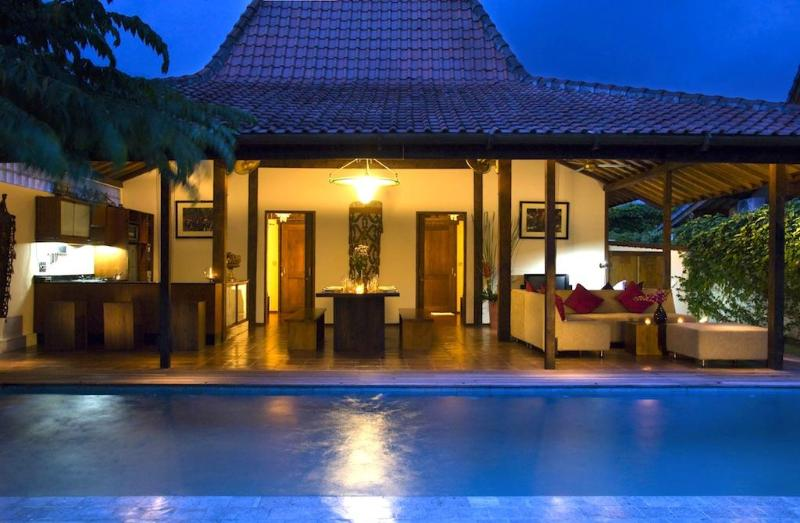 Joglo Villa Front by night - Gorgeous Tropical Joglo Villa Breakfast included - Seminyak - rentals