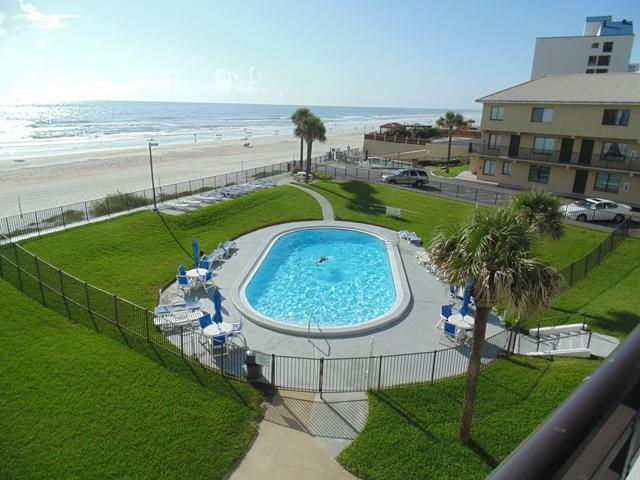 """Amazing pool and ocean view. - Fall SPECIAL-$900 WKLY """"Newly Renovated 2/2 Ocean-front Horizons"""" - Daytona Beach - rentals"""