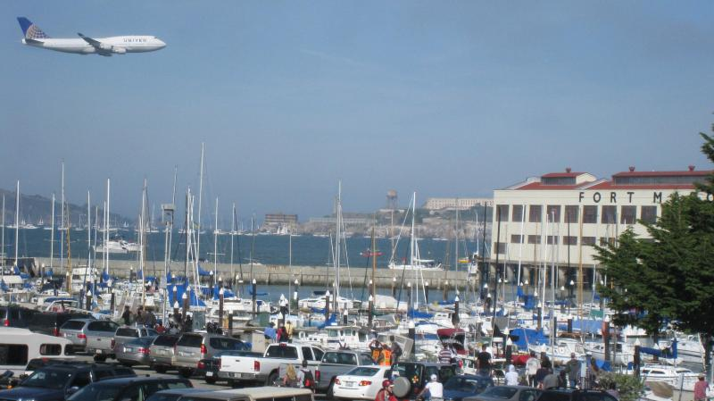 view from front window during 2011 fleet week - 4 bedroom/3 Bathroom Marina Blvd water front home - San Francisco - rentals