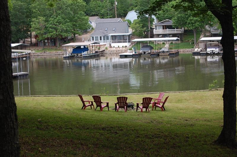 Lounging by the cove - DISCOUNTS on LongTerm 24 Acres Retreat Empty Hill - Sunrise Beach - rentals