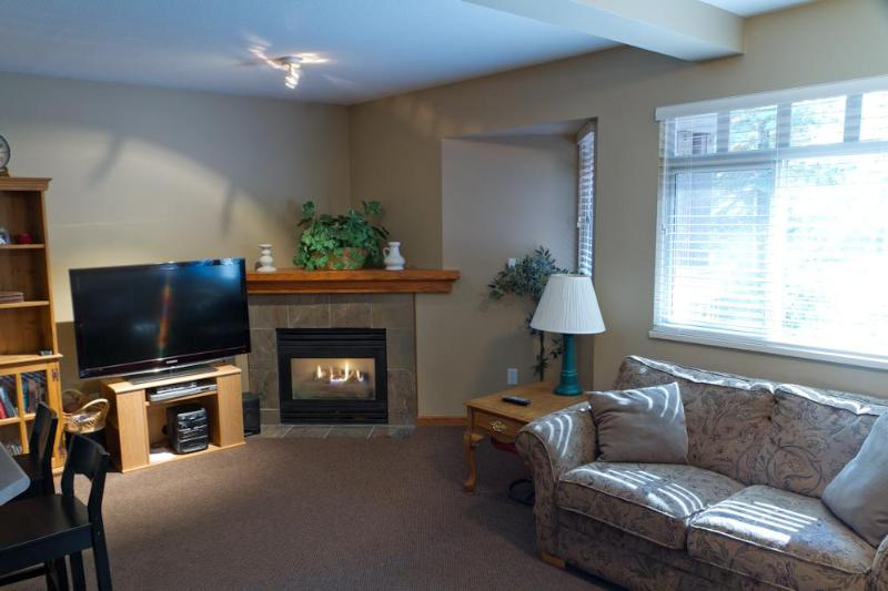 Large living area with gas fireplace, large flat screen TV, sofa and love seat - Sunpath 7 a 3 bdrm pet-friendly condo in Whistler - Whistler - rentals