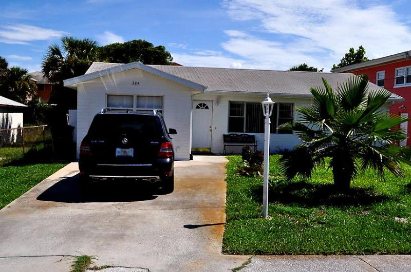 Front view. - Falls Specials 800 wkly 3 Bedroom 1 1/2 Bath with Jacuzzi.. - Daytona Beach - rentals
