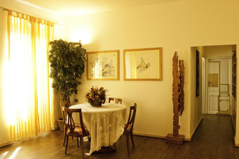 Living room - Bright and quiet in Trastevere *2 BR *AC *WI-FI - Rome - rentals