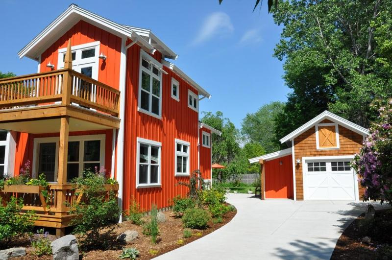 Gated Entry into Cottage - Hansel and Gretel Cottage downtown Saugatuck - Saugatuck - rentals