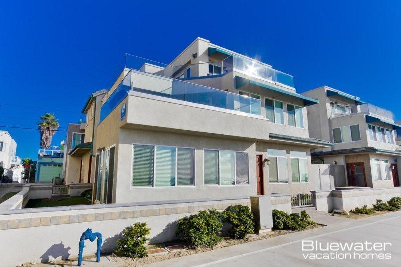 Top two levels - Oceanfront, 2500 square feet - Bluewater Ocean Front Two North - Mission Beach Vacation Rental - Mission Beach - rentals