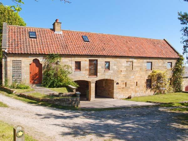 PEAT HOUSE, barn conversion, with off road parking, enclosed garden, near beach, in Robin Hood's Bay, Ref 17141 - Image 1 - Robin Hood's Bay - rentals