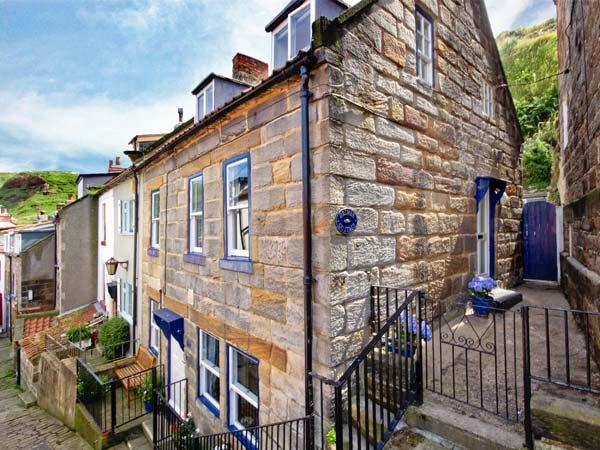 GRIMES COTTAGE, Grade II listed cottage, woodburning stove, sunny rear courtyard, close to beach, in Staithes, Ref 18478 - Image 1 - Staithes - rentals