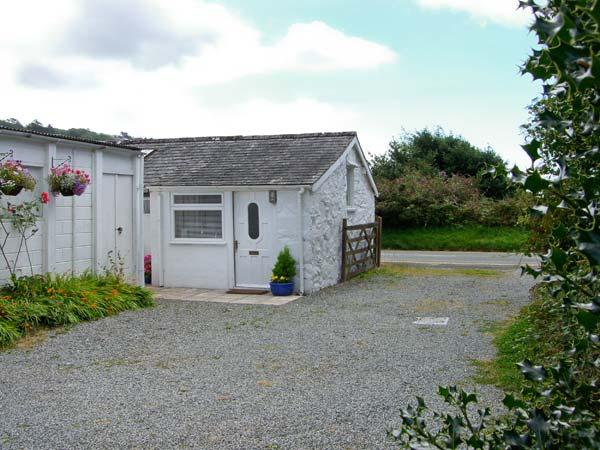 THE COTTAGE STUDIO, near golf, off road parking, garden, in Harlech, Ref 6111 - Image 1 - Harlech - rentals