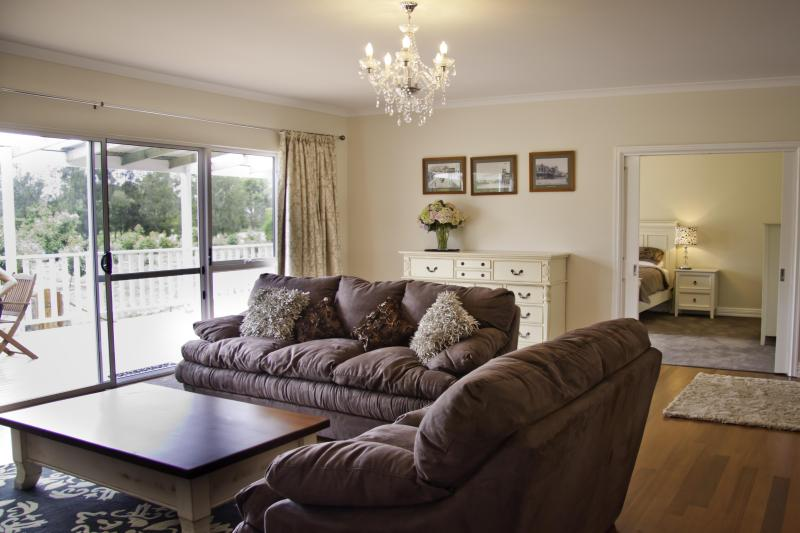 Open Planned Living Room - 4 bedroom 2 bathroom luxury house Albany - Albany - rentals
