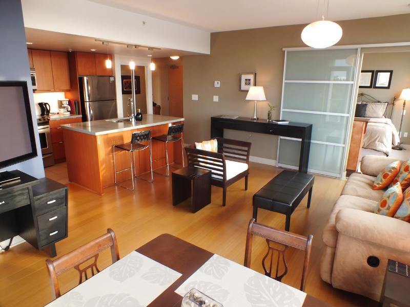 Spacious Living Area - Bright and Cheerful Two Bedroom Condo With Fabulous Sunset Views - Victoria - rentals