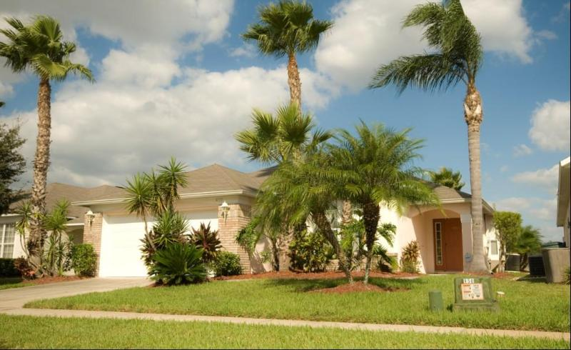 Resort Pool Home with Spa -4 Bed/3 Bath Ref: 34019 - Image 1 - Kissimmee - rentals