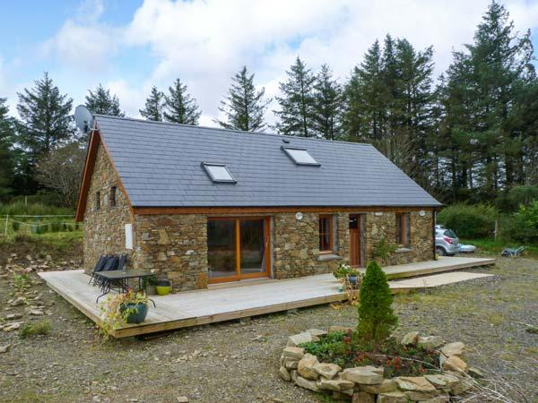 BALLYDUFF, detached cottage, with off road parking, dog friendly, decked area, in Tralee, Ref 19837 - Image 1 - Tralee - rentals