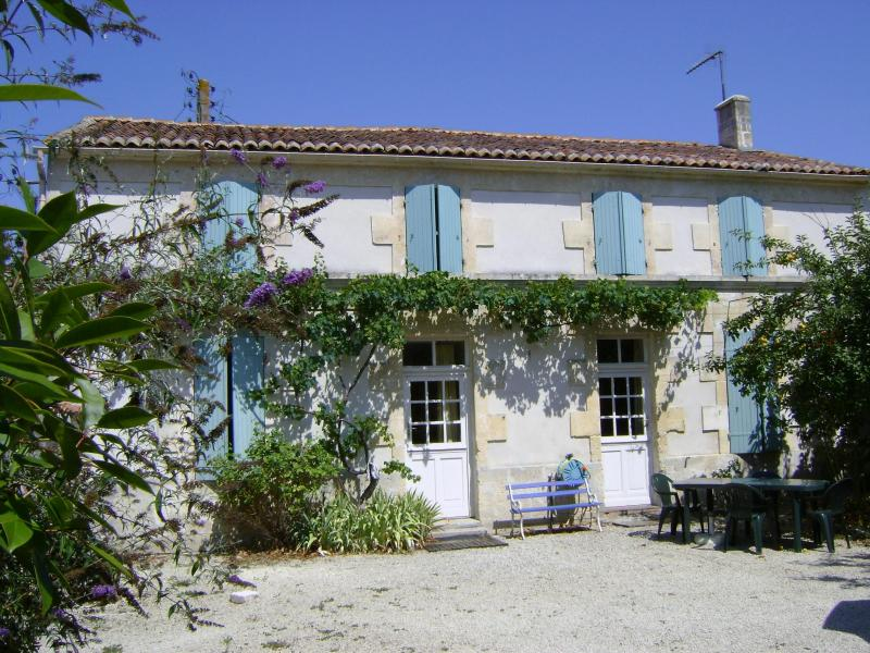 Sun soaked housefront - 3 bedroom country house near Cognac, Charente - Breville - rentals