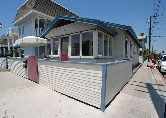 Charming 2 Bedroom Newport Beach Bungalow, Close to Beach! (68334) - Image 1 - Newport Beach - rentals