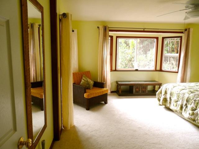 Palm Room . Tropical Tranquility - Upscale Rural Retreat Between Volcano and Ocean! - Volcano - rentals