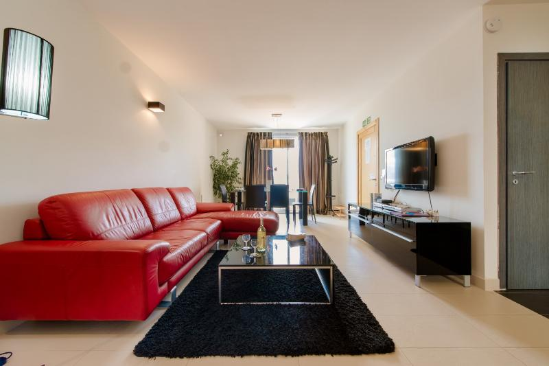 Bright, Luxurious & fully-equipped apartment - Image 1 - Saint Julian's - rentals