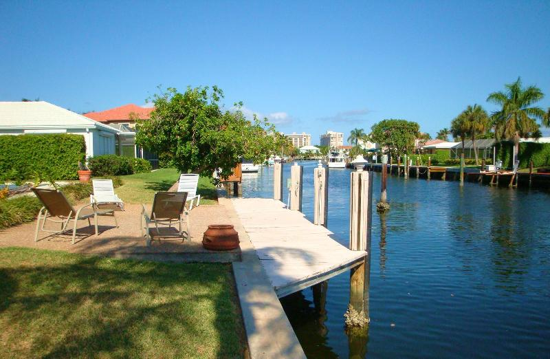 Spectacular view from the sundeck of the waterway - Spacious Tropical Waterfront Pool Home - Fort Lauderdale - rentals