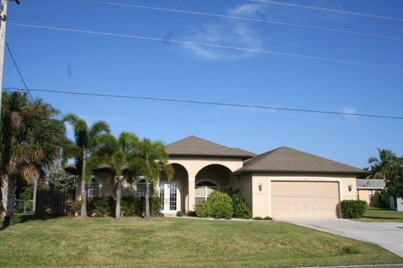 Villa Coral Sunsets Front View - Waterfront & Sunsets 4 Bedroom 3Bath in Cape Coral - Cape Coral - rentals