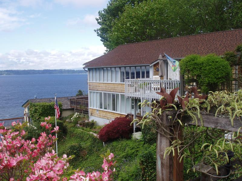 The rental from the garage - Private, Secluded, Spectacular View 2Bdr - Seattle - rentals