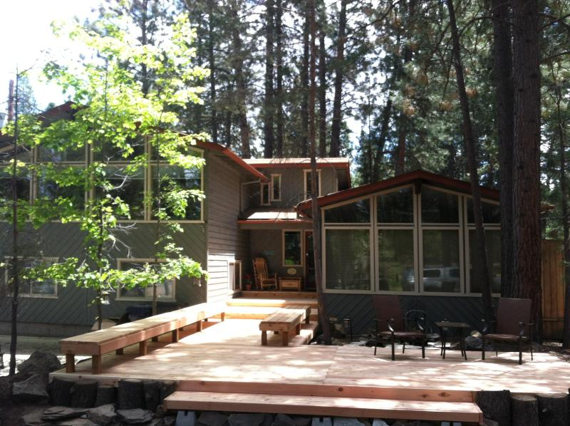Rest and Relax at Sunny Pine Lodge - Spring Special: $195/nt, Hot tub, Game Rm, Lrg Yrd - Bend - rentals