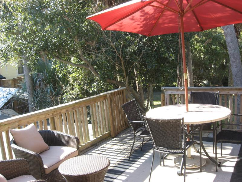 A charming get away just one street back from the ocean! - Folly Courtyard Entry with Sundeck - Pet friendly! - Folly Beach - rentals