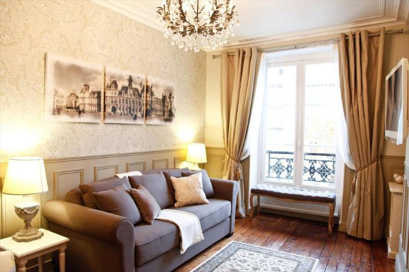LE TRIOMPHE ELYSEES: Free Wifi , Free Cable TV, Free Long Distance Phone - MAY DEAL*Arc Triomphe/Champs Elysees Luxury +WIFI - Paris - rentals