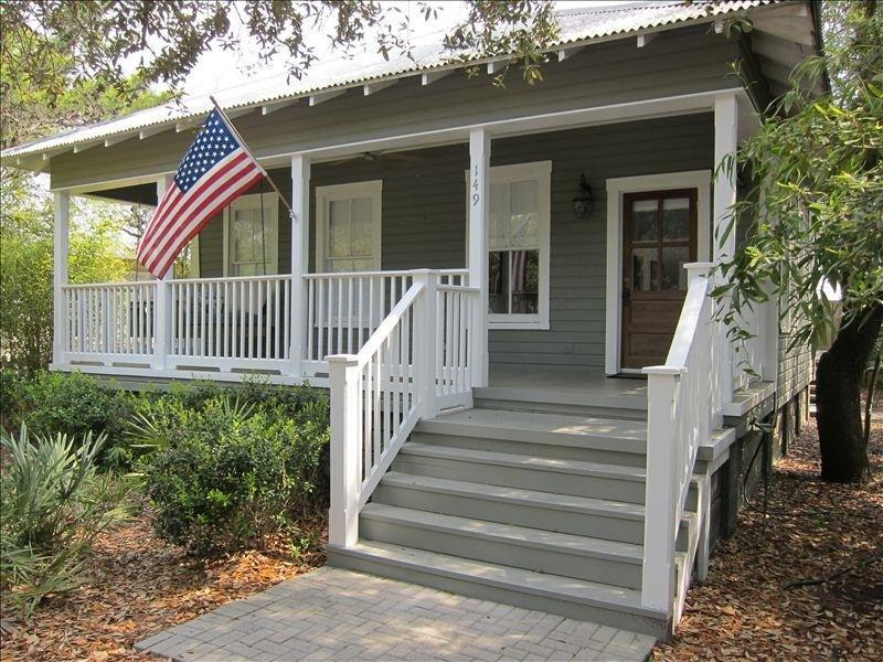 Old Grayton Beach- a quiet nostalgic beach community perfect for families - Lollygag Too - Charming Cottage in Grayton Beach - Grayton Beach - rentals