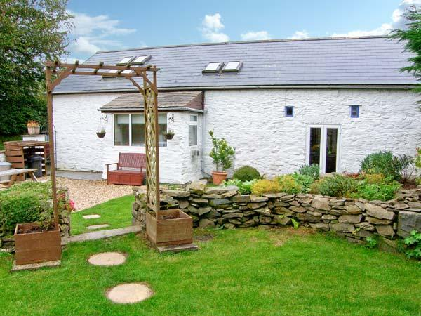 THE BARN, barn conversion, with woodburner, off road parking, garden, in Aberystwyth, Ref 18938 - Image 1 - Aberystwyth - rentals