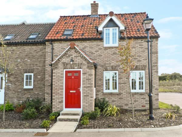 BAY DREAM, pet-friendly cottage, family friendly, swimming pool on site, close beach, The Bay, Filey Ref 19712 - Image 1 - Filey - rentals