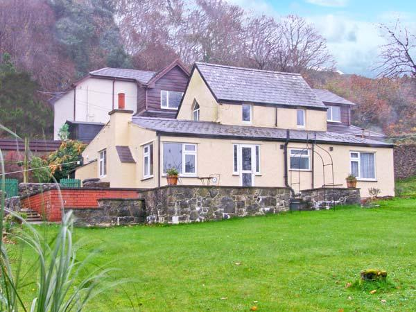 TY'R ARDD, near beaches, off road parking and spacious gardens, in Pentraeth, Ref 19670 - Image 1 - Pentraeth - rentals