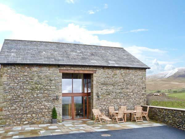 RIDDINGS BARN family-friendly, on a working farm, wonderful walks in Sedbergh Ref 20016 - Image 1 - Sedbergh - rentals
