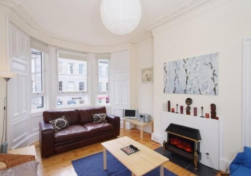 Large bright room with bay window - A Montgomery Street Apartment - Edinburgh - rentals