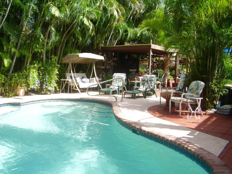 Pool & Barbeque area - Luxury, full furnished 1BD/1BR Studio - Fort Lauderdale - rentals