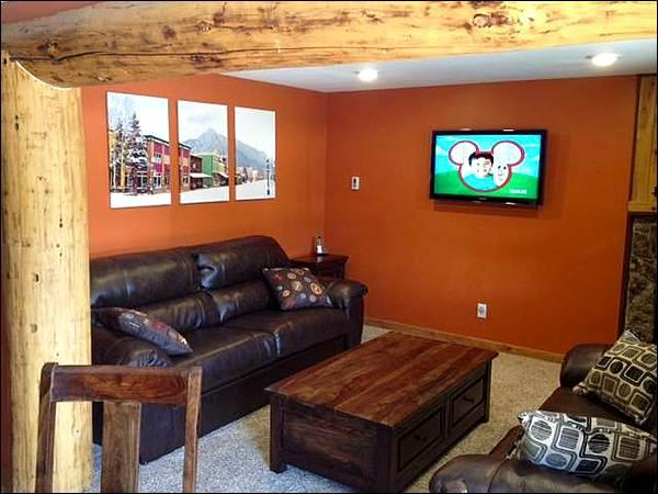 Living Room Features a Sleeper Sofa and Flat-Screen TV - Rustic Three Seasons Condo - Cute and Cozy Retreat (1355) - Crested Butte - rentals