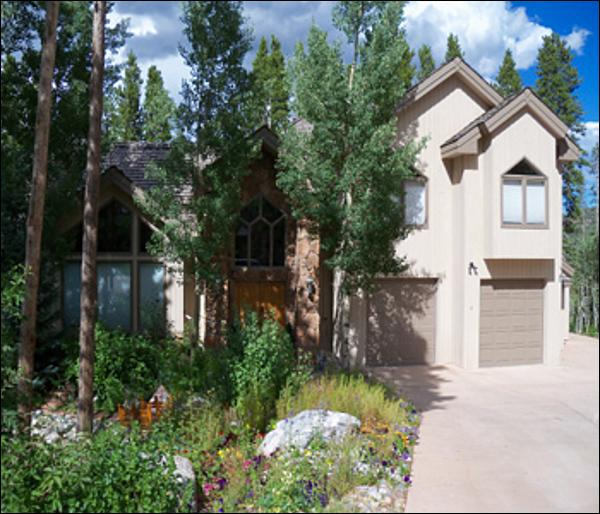 Located Only 1 Block from Ski-In/Ski-Out Access - Expert Ski In/Ski Out Access Only - Nestled in a Forest Setting (13323) - Breckenridge - rentals