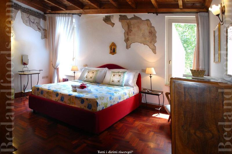Frescoes Room - Live  the downtown city in an Building from 1400 - Ferrara - rentals