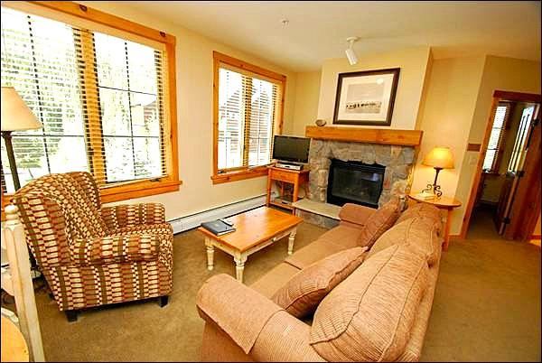 Spacious Living Room - Cozy 2-Bedroom - Great Views of the Slopes (7025) - Keystone - rentals