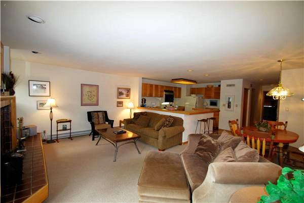 Spacious Living Area - Open and Spacious Layout - View of Slopes (7038) - Keystone - rentals