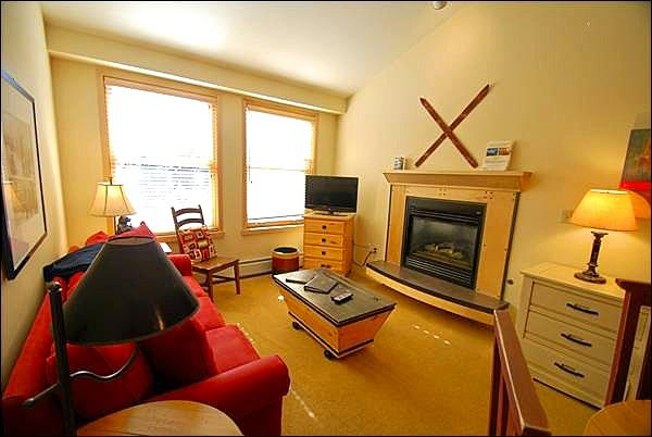 Modern Living Room - Cozy Lodging Near the Gondola - Steps Away from Dining and Shopping (7062) - Keystone - rentals