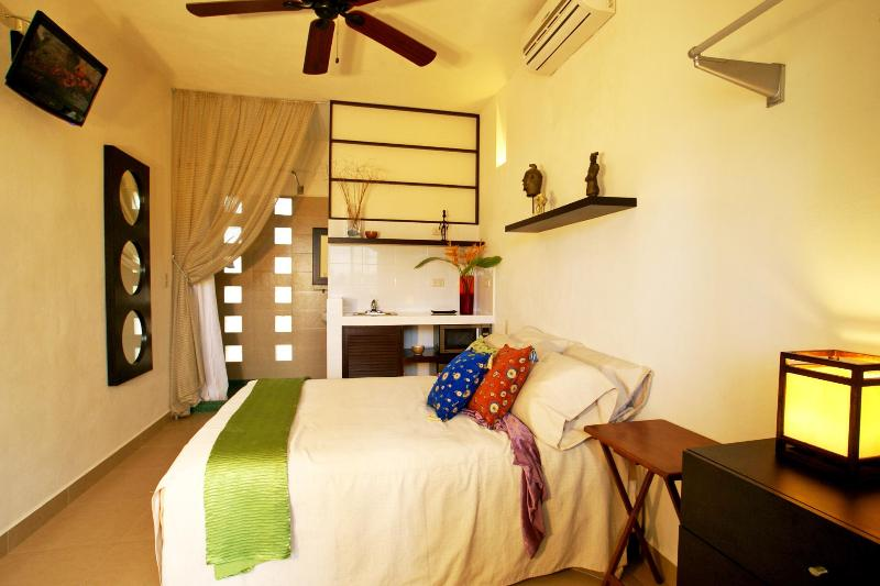 Standard Suite - Pretty & Clean with Free Internet - Cancun - rentals