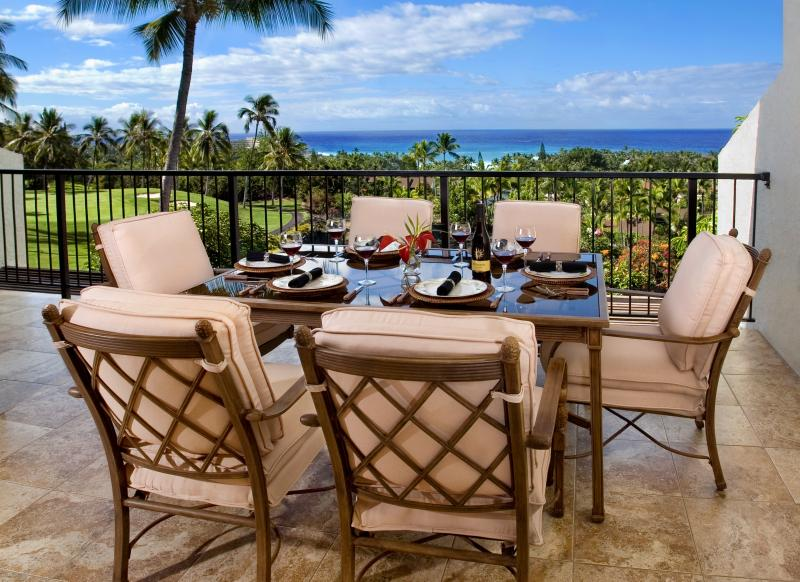 Main lanai - gas barbecue, 6 seat dinning table - Country Club Villas 342 Newly Renovated Kona Condo - Kailua-Kona - rentals
