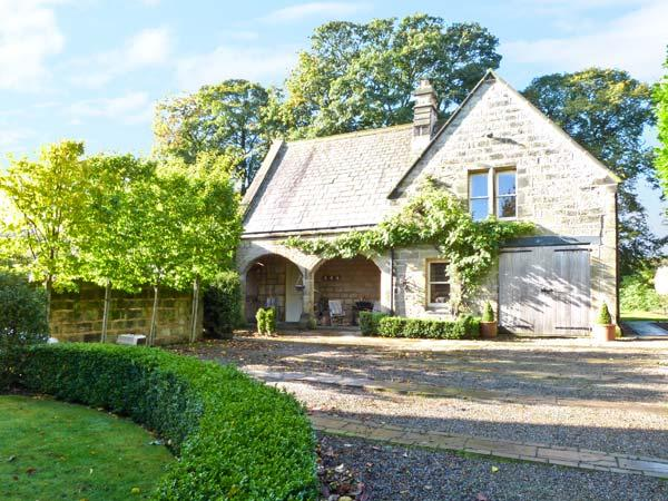 THE COACH HOUSE, open fires, off road parking, gardens, in Otley, Ref 6299 - Image 1 - Otley - rentals
