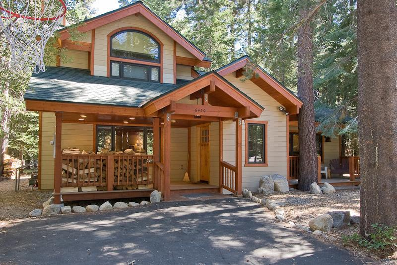 Chamberlands Vie Au Lac Outside of Home - Chamberlands Tahoe Home-Walk to Beach-Pool-Pets - Tahoe Vista - rentals