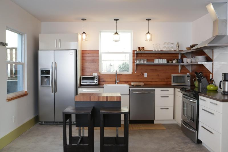 A bright, spacious and beautifully designed kitchen. - 3 bed- Perfectly located, modern & beautiful - Portland - rentals